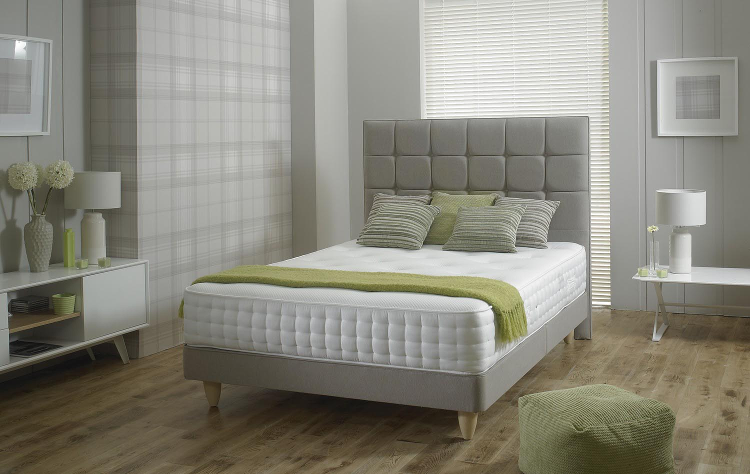 Image of Relyon bed for buying guides.